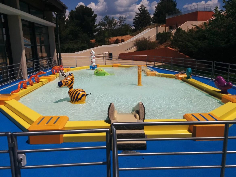 espace aquatique pataugeoire avec jets et jeux d 39 eau
