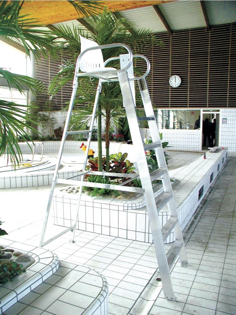Chaise fauteuil de surveillance de bassin piscine la - La maison de la chaise ...