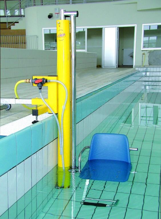 Equipement accueil handicap s piscine la maison de la for Equipement de piscine