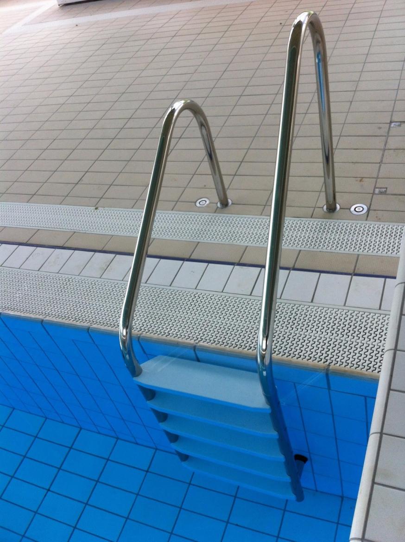 Echelles piscine inox norm es piscine collective sur mesure la maison de la piscine - La maison de la piscine ...